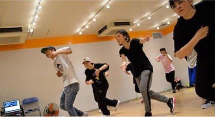 2.演劇やミュージカルなどで必要なダンスでリズム感を磨ことも俳優を目指すうえで大事なポイントです。芸能専門学校である東京ステップスアーツではダンスレッスンが非常に充実していますので、俳優を目指す方も様々なダンスのジャンルにチャレンジすることが可能ですく