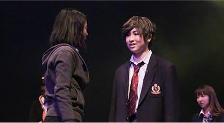 5.俳優として求められるステージング力を養う。芸能を専門に学べる東京ステップスアーツの俳優養成クラスでは俳優として演じる側だけでなく観る側も楽しませるパフォーマンスができるように、演出・構成のことから観客を集めることまで、俳優としての将来を考えて総合的にレッスンしていきます。