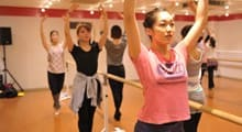 1.ダンスの専門学校でダンスの基礎を学ぶ