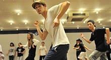 1.ダンス専門学校でストリートダンスの基礎を学ぶ