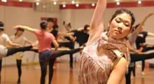 1.テーマパークダンサーを目指すダンス専門学校でダンスの基礎を学ぶ