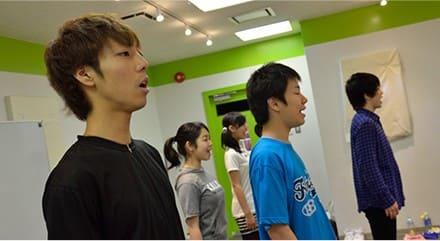 3.歌手を目指す芸能専門学校東京ステップスアーツでは、音程・リズム感を学ぶレッスンを行っています