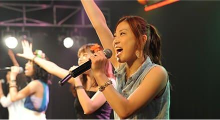 5.芸能専門学校の東京ステップスアーツヴォーカリスト養成クラスは、歌手としてのステージング力を身につけるために、歌うだけでなく聴く側も楽しませるパフォーマンスができるように演出や舞台構成や集客など総合的なレッスンを実践しています
